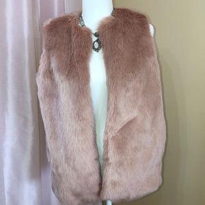 A new day soft faux fur blush vest. Size sm